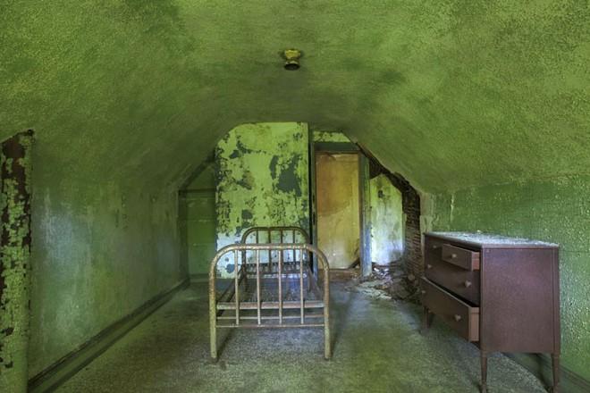 Hòn đảo đáng sợ nhất trong lịch sử Mỹ: Chỉ cách thành phố New York vài dặm, nơi giam giữ cách ly người mang bệnh dịch tới chết - Ảnh 8.