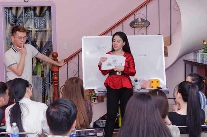 Cô giáo VN sexy lên báo Thái: Sự nổi tiếng cho tôi nhiều thứ và chẳng mất mát cái gì! - Ảnh 2.