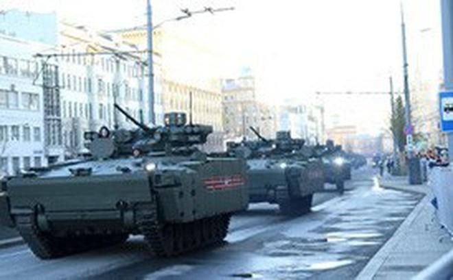 Lực lượng vũ trang Nga diễn tập chuẩn bị cho duyệt binh Ngày Chiến thắng 2018