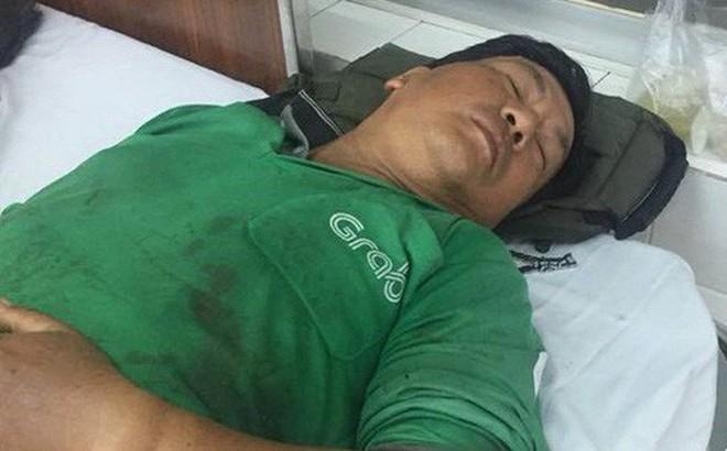Tài xế GrabBike bị đánh gãy tay ở Sài Gòn do mâu thuẫn tranh giành khách