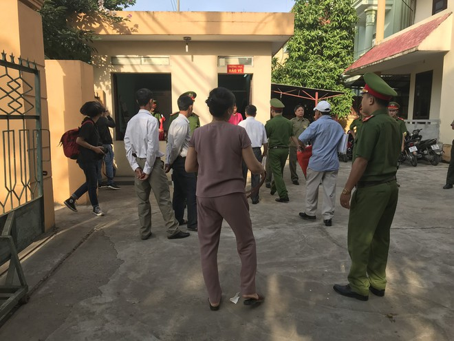 Hoãn xử bác sĩ Hoàng Công Lương sau gần 2 giờ khai mạc tòa - Ảnh 4.