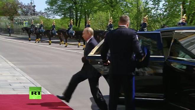 Ông Putin đã sử dụng siêu xe mới công nghệ vượt xa xe của ông Trump tại lễ nhậm chức? - Ảnh 2.