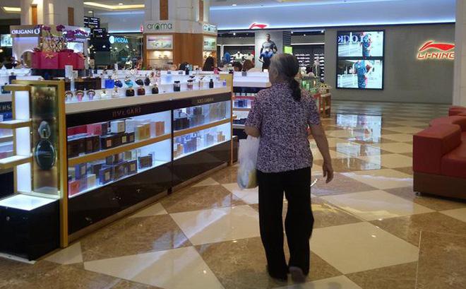 Cháu gái kể chuyện người bà muốn dùng 200 triệu đồng mua cả trung tâm thương mại ở Hà Nội