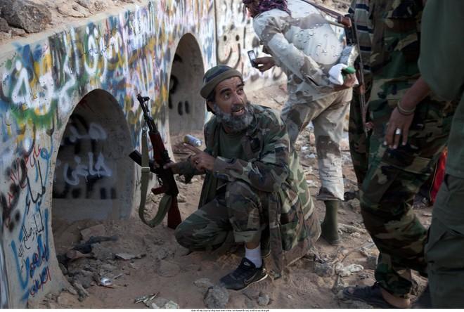 Từ cung điện tới cống ngầm: Đằng sau hành trình cuối cùng của cố lãnh đạo Libya Gaddafi - Ảnh 4.