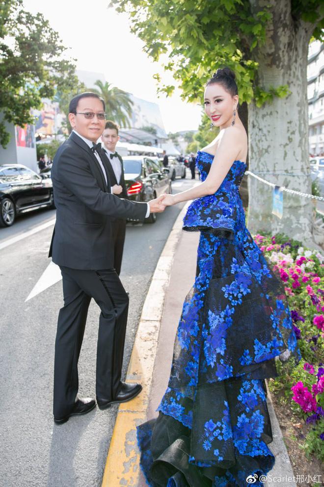 Hoa hậu Trung Quốc giả vờ ngã để gây chú ý trên thảm đỏ Cannes 2018? - Ảnh 6.