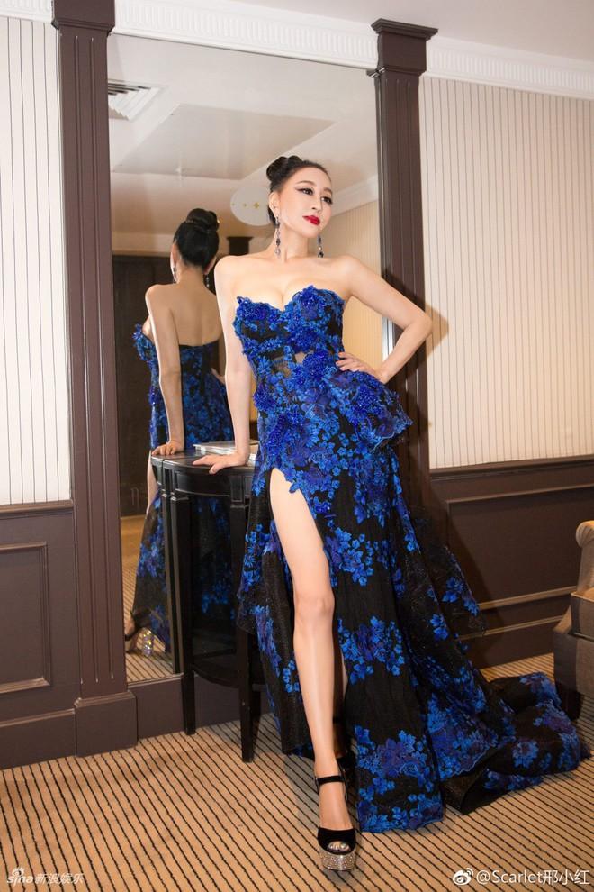 Hoa hậu Trung Quốc giả vờ ngã để gây chú ý trên thảm đỏ Cannes 2018? - Ảnh 7.