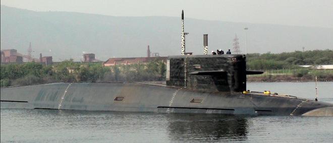 Tàu ngầm hạt nhân tự đóng đầu tiên của Ấn Độ gặp nạn: Che giấu không nổi - Ảnh 1.