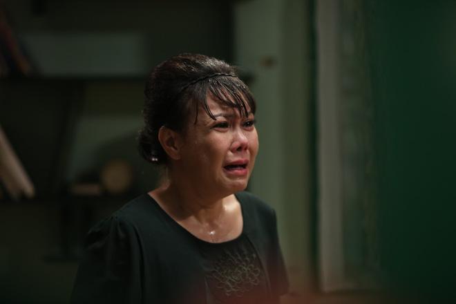 Nhiều sạn vô lý trong phim Em gái mưa, đặc biệt là vai thầy giáo của Mai Tài Phến - Ảnh 3.