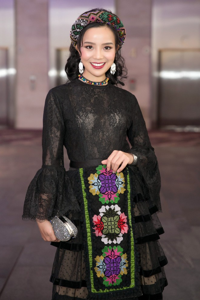 Quán quân Sao Mai 2017 - Sèn Hoàng Mỹ Lam vào Sài Gòn thi hát Bolero - Ảnh 1.