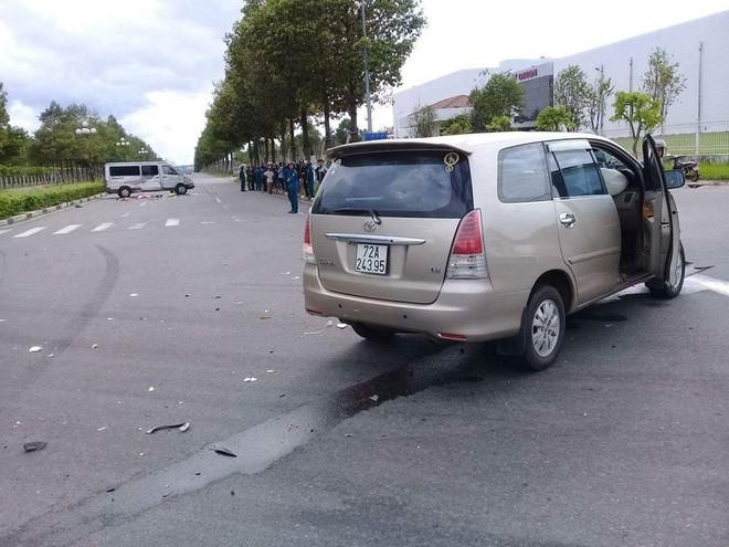 Bình Dương: Ô tô 7 chỗ tông lật xe 16 chỗ, ít nhất 6 người thương vong - Ảnh 3.
