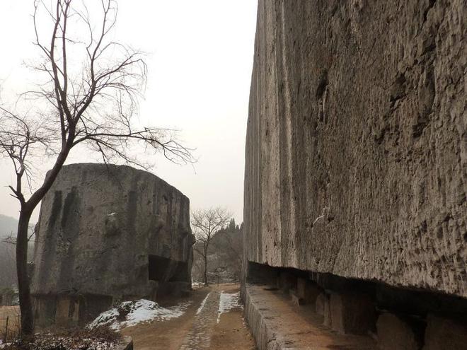 Tấm bia đá bí ẩn ở Trung Quốc: Nặng hơn 31.000 tấn, cao gần bằng tượng Nữ thần Tự Do - Ảnh 4.