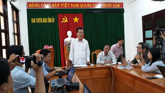 Vụ hàng trăm người đập phá trụ sở UBND tỉnh Bình Thuận: Rất kinh hoàng, không ai tưởng tượng được - Ảnh 1.