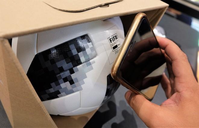 Trái bóng World Cup 2018 có thể kết nối điện thoại, giá trăm đô ở Việt Nam - Ảnh 4.