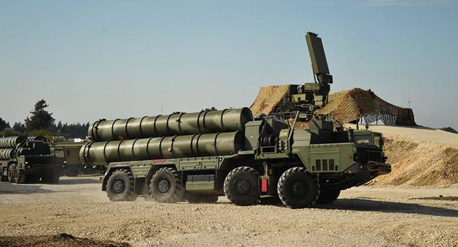 Tên lửa S-400 khuấy đảo khắp thế giới: Đừng đùa khi người Nga làm lái súng đích thực - Ảnh 1.