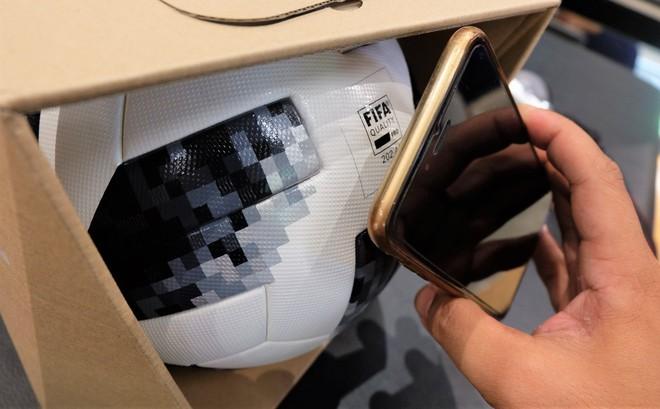 Trái bóng World Cup 2018 có thể kết nối điện thoại, giá trăm đô ở Việt Nam