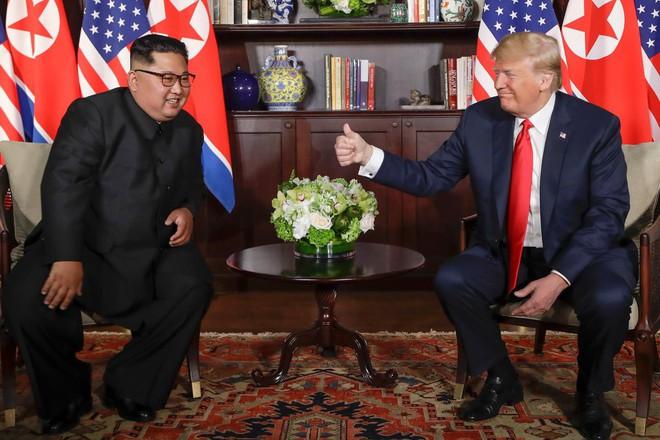 Chùm ảnh: Sự tương tác thú vị giữa Tổng thống Trump và lãnh đạo Triều Tiên Kim Jong-un - Ảnh 12.