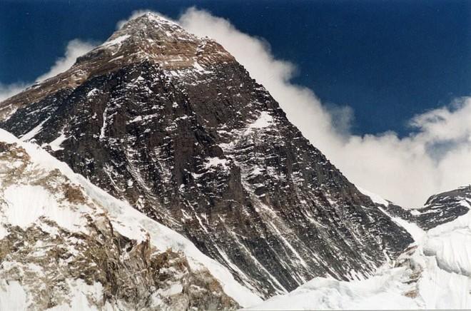 Công ty nổi tiếng chôn phần thưởng hơn 1,1 tỷ VNĐ trên đỉnh Everest và cam kết tặng không cho ai tìm được chúng - Ảnh 2.