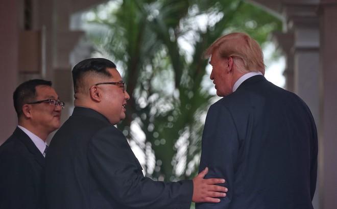 """Ông Kim Jong-un nói với ông Trump: """"Quá khứ đã níu chân chúng ta!"""""""