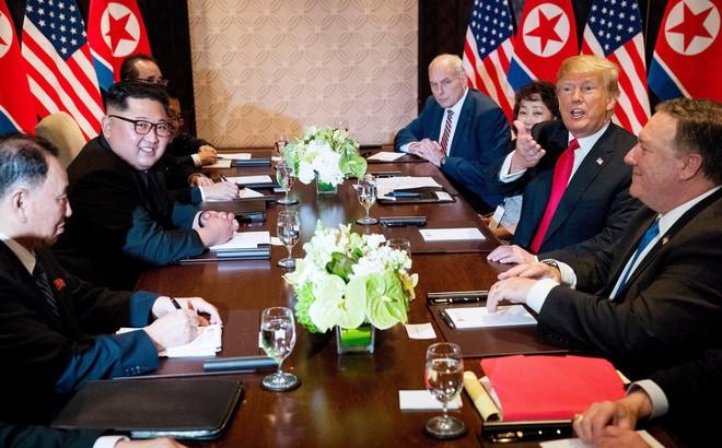 """KCNA báo cáo chính thức: Triều Tiên và Mỹ sẽ phi hạt nhân hóa """"đồng thời và từng bước một"""""""