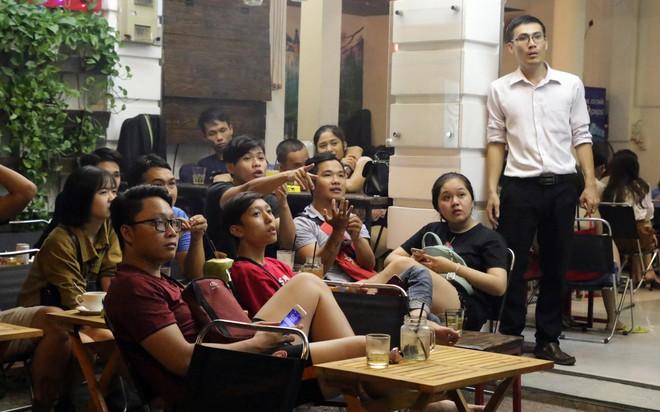Dân Sài Gòn kéo nhau ra quán cà phê, quán nhậu vừa uống bia vừa xem World Cup 2018 - Ảnh 15.