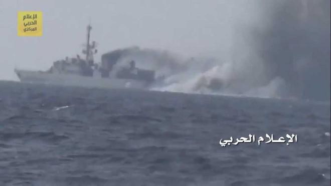 Liên quân nếm đòn thù của Houthi: Tên lửa chống tăng dìm 13 xe thiết giáp trong biển lửa - Ảnh 1.