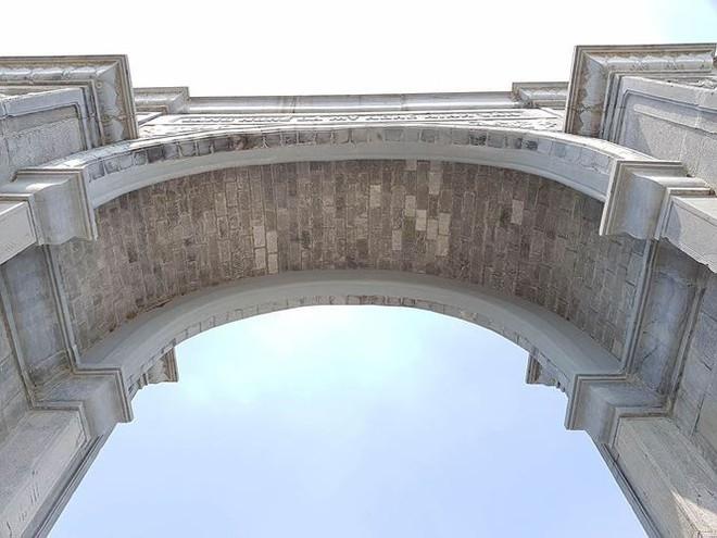 Cận cảnh cổng làng 11 tỷ ở Ninh Bình - Ảnh 1.