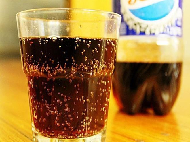 Những lý do để bạn từ bỏ việc lạm dụng nước ngọt có ga - Ảnh 1.
