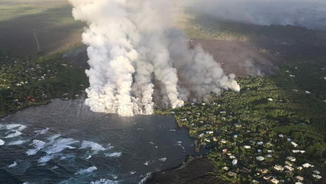 """Nuốt chửng hồ lớn, tàn phá đảo Hawaii xong, núi lửa Kilauea lại phun mưa"""" đá quý - Ảnh 1."""