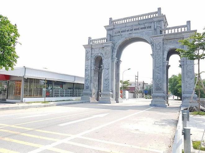 Cận cảnh cổng làng 11 tỷ ở Ninh Bình - Ảnh 3.