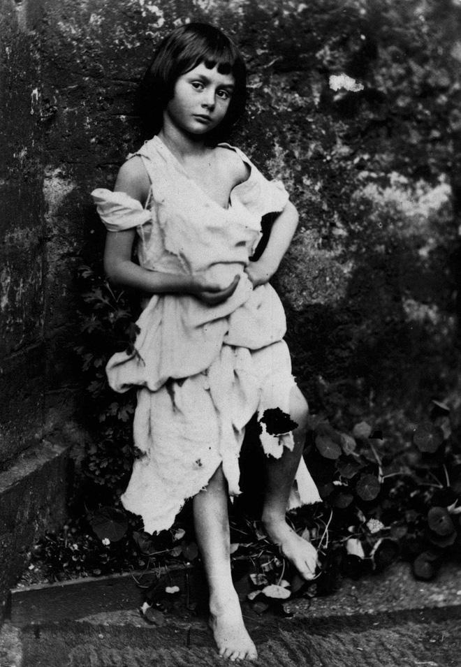 Alice ở xứ sở thần tiên: Câu chuyện trẻ em nhuốm màu đen tối và cuộc đời Alice ngoài đời thật khiến nhiều người ngỡ ngàng - Ảnh 5.