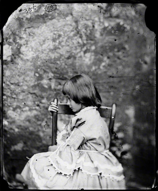 Alice ở xứ sở thần tiên: Câu chuyện trẻ em nhuốm màu đen tối và cuộc đời Alice ngoài đời thật khiến nhiều người ngỡ ngàng - Ảnh 6.