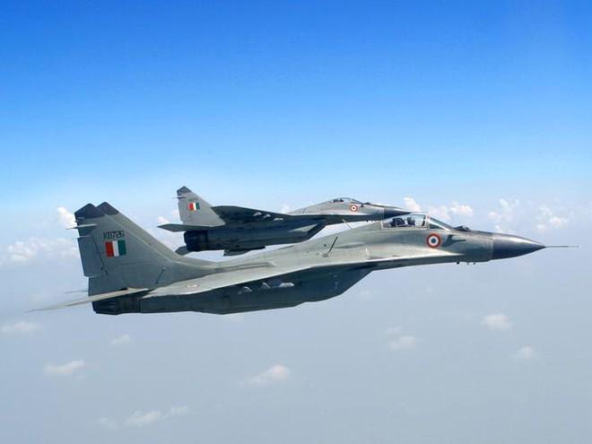 F-16 Pakistan sợ tiêm kích MiG-29 Ấn Độ như sợ cọp: Vì loại tên lửa đặc biệt? - Ảnh 1.