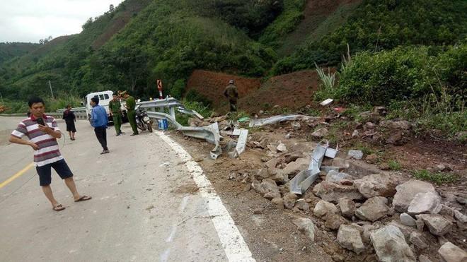 Hiện trường chiếc xe lao xuống vực ở đèo Lò Xo khiến 2 trẻ em tử vong - Ảnh 3.