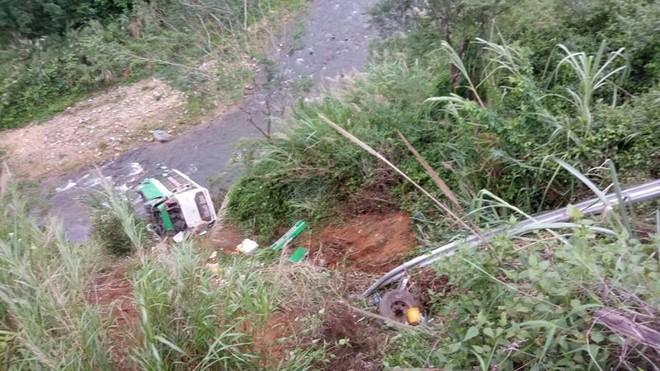 Hiện trường chiếc xe lao xuống vực ở đèo Lò Xo khiến 2 trẻ em tử vong - Ảnh 5.