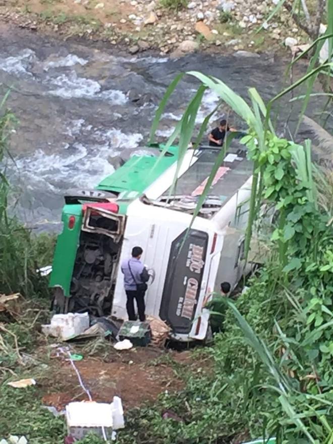 Hiện trường chiếc xe lao xuống vực ở đèo Lò Xo khiến 2 trẻ em tử vong - Ảnh 6.