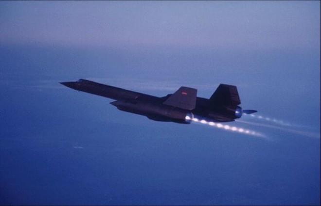 Siêu máy bay do thám Mỹ: Thoát hiểm hàng nghìn vụ tấn công tên lửa trong suốt 24 năm - Ảnh 5.