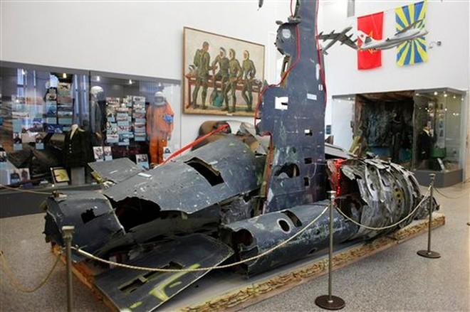 Trận đánh bi hùng: Tên lửa Liên Xô truy sát máy bay sừng sỏ của Mỹ, MiG cũng dính đạn - Ảnh 2.
