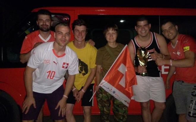 Đi xem World Cup bị lạc vào vùng chiến sự, nhóm cổ động viên may mắn thoát nạn