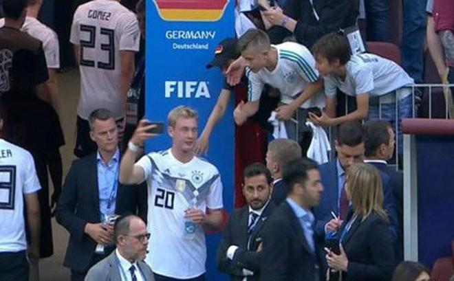 Hành động này đã khiến sao trẻ của ĐT Đức bị 'ném đá' sau trận thua Mexico