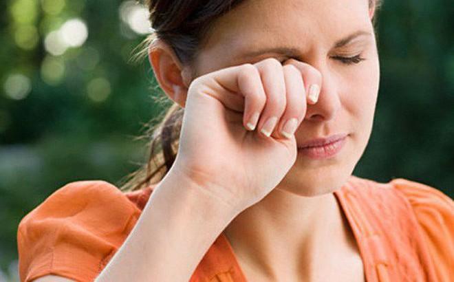 Sơ cứu khi bị dị vật rơi vào mắt, tránh nhiễm trùng mắt cũng như nguy cơ mù lòa