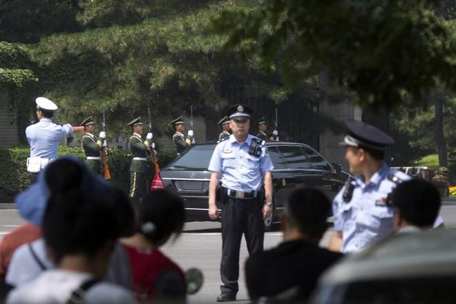 Những hình ảnh đầu tiên của đoàn xe hộ tống ông Kim Jong-un tại Bắc Kinh - Ảnh 8.