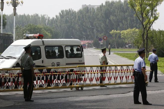 Những hình ảnh đầu tiên của đoàn xe hộ tống ông Kim Jong-un tại Bắc Kinh - Ảnh 5.