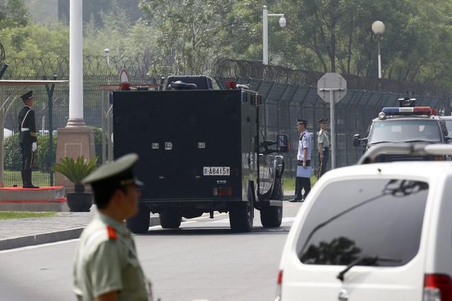 Những hình ảnh đầu tiên của đoàn xe hộ tống ông Kim Jong-un tại Bắc Kinh - Ảnh 6.