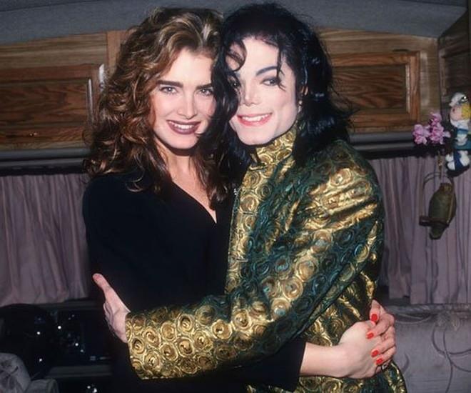 Tình cũ Michael Jackson – minh tinh Brooke Shields bốc lửa ở tuổi 53 - Ảnh 1.