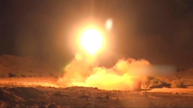 Houthi đánh hiểm khiến Arab Saudi thiệt hại nặng và nguy cơ bùng phát Thế chiến 3? - Ảnh 2.