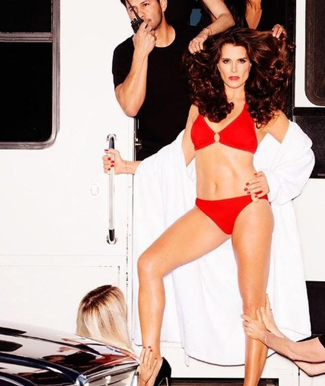 Tình cũ Michael Jackson – minh tinh Brooke Shields bốc lửa ở tuổi 53 - Ảnh 2.