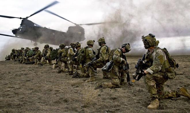 Mỹ đứng trước cơ hội thoát khỏi cuộc chiến đẫm máu kéo dài nhất kể từ chiến tranh Việt Nam - Ảnh 2.