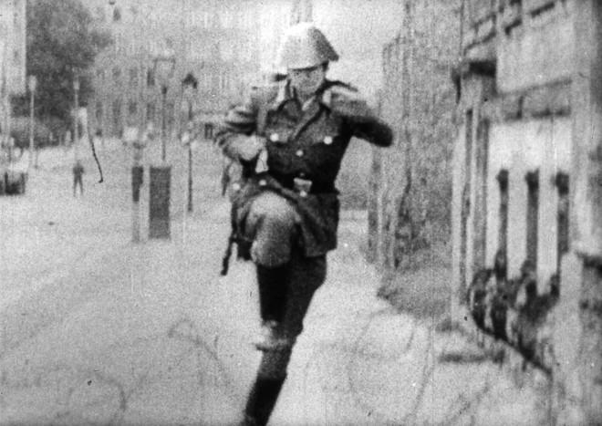Kết cục cay đắng của người lính Đông Đức: Vượt bức tường Berlin để tìm tự do hay cái chết? - Ảnh 9.