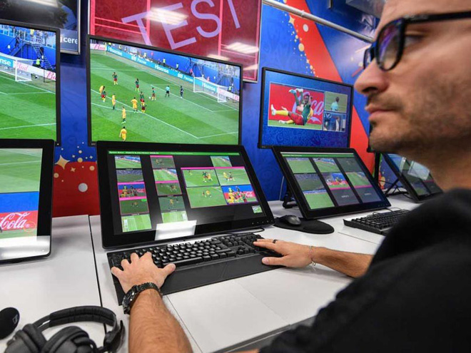 Toàn cảnh vận hành công nghệ VAR của World Cup 2018: Nơi đưa ra những phán quyết sinh sát quyền lực nhất - Ảnh 3.