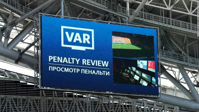 Toàn cảnh vận hành công nghệ VAR của World Cup 2018: Nơi đưa ra những phán quyết sinh sát quyền lực nhất - Ảnh 9.
